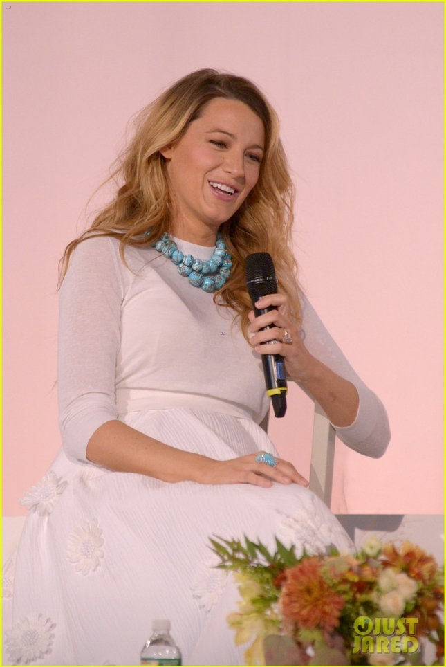 blake-lively-martha-stewart-pose-together-at-american-made-summit-17а
