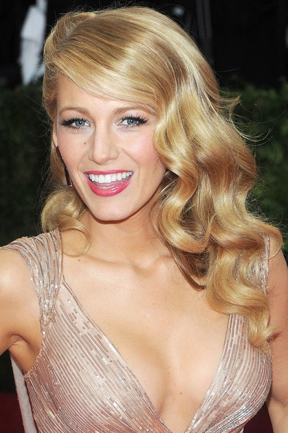 blake-lively_glamiur_6may14_rex_b_592x888