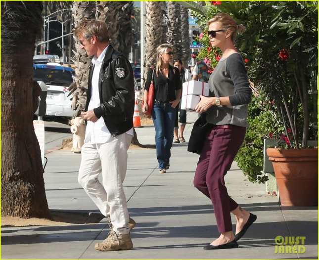 charlize-theron-sean-penn-date-at-ivy-03
