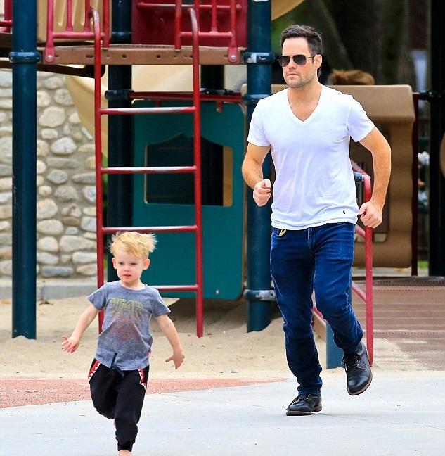 Майк Комри с сыном