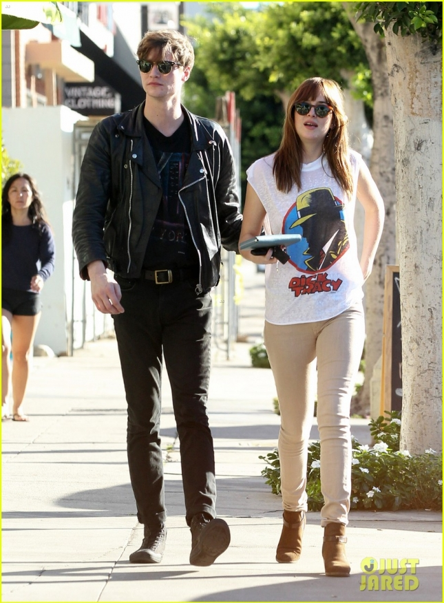 dakota-johnson-grabs-fro-yo-with-her-boyfriend-matthew-hitt-03