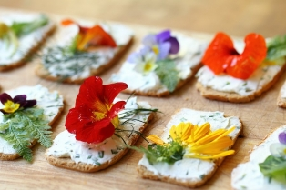 Edible-Flower-Canapes