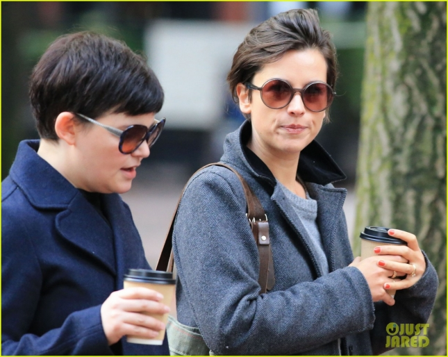 ginnifer-goodwin-amelia-warner-meet-for-coffee-32