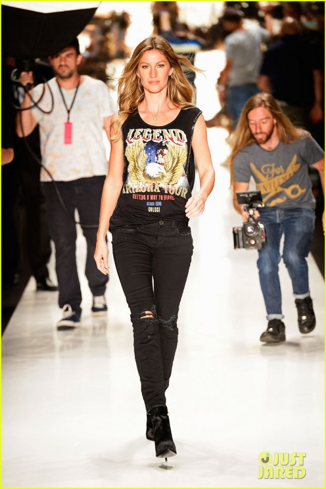 gisele-bundchen-struts-her-stuff-at-colcci-fashion-show-05