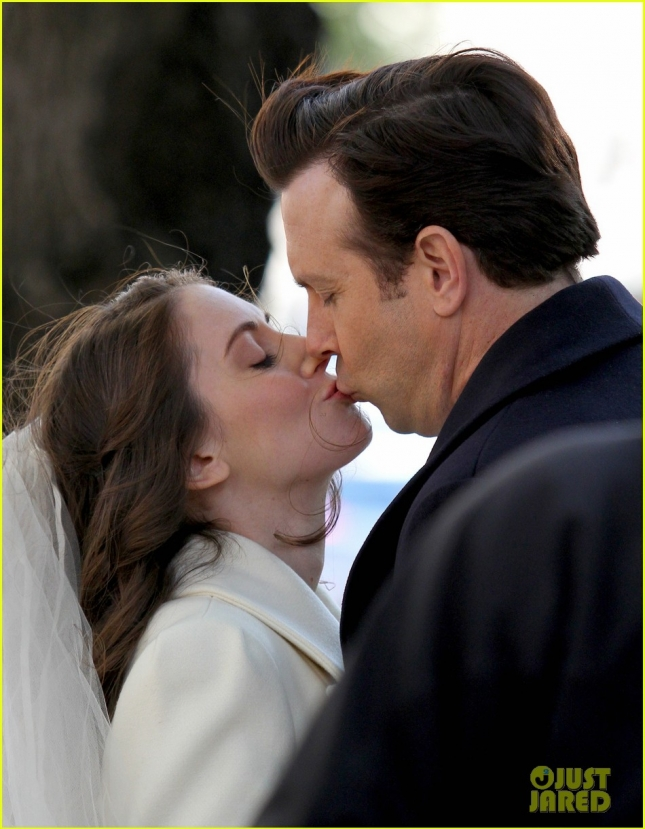 Jason Sudeikis and Alison Brie get hot and heavy in NYC **USA ONLY**