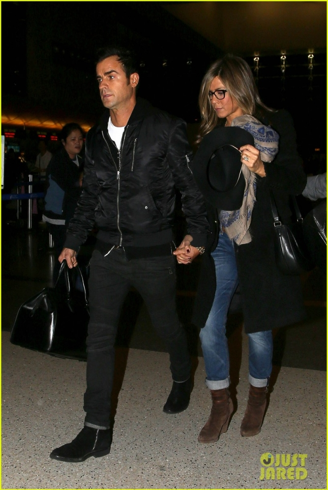 jennifer-aniston-squashes-justin-theroux-elopement-rumors-01