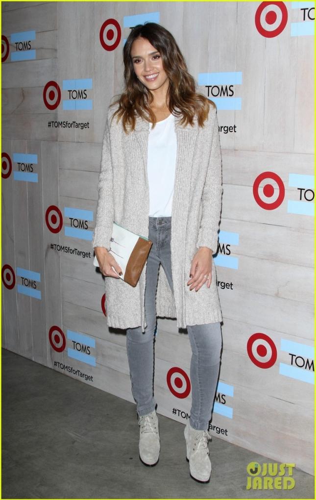 Актриса, бизнесвумен и отличная мама и жена - Джессика Альба - приехала на ланч Toms for Target в оттенках серого