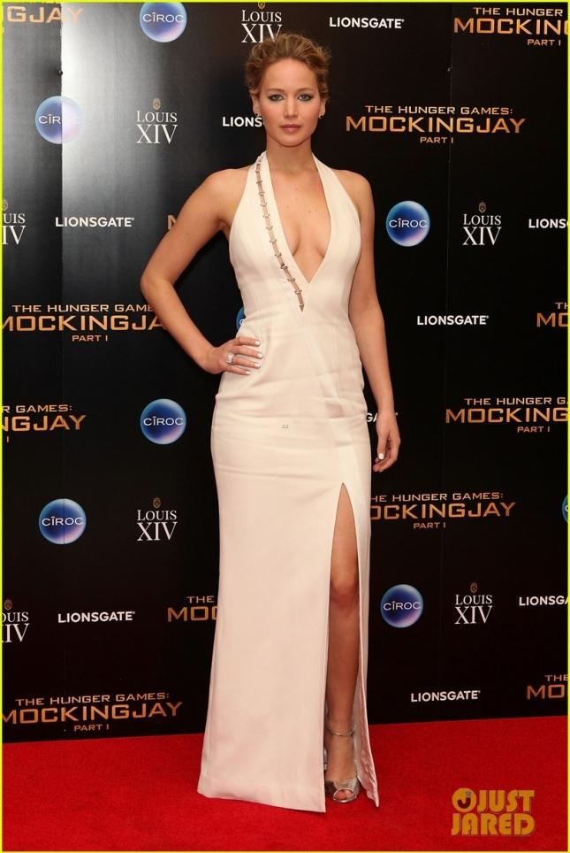 Дженнифер Лоуренс в платье Mugler