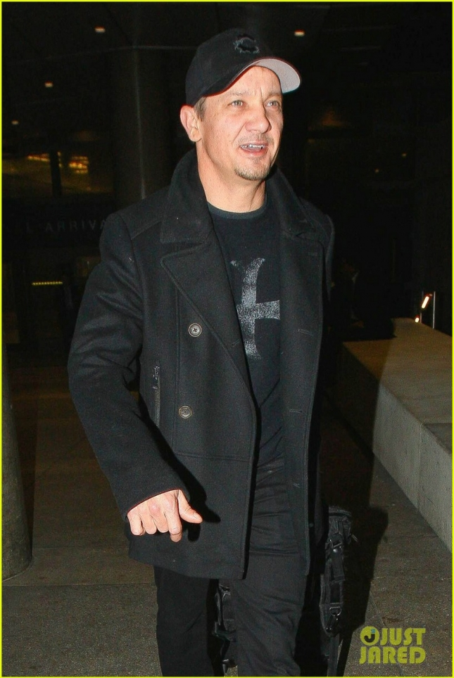 jeremy-renner-all-black-lax-03