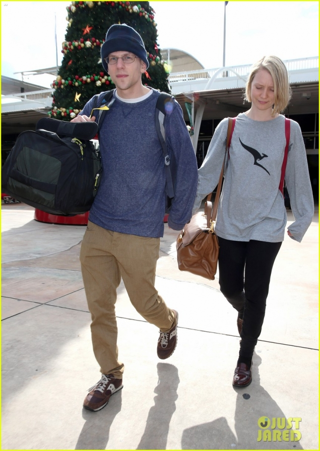jesse-eisenberg-mia-wasikowska-head-back-to-home-country-01
