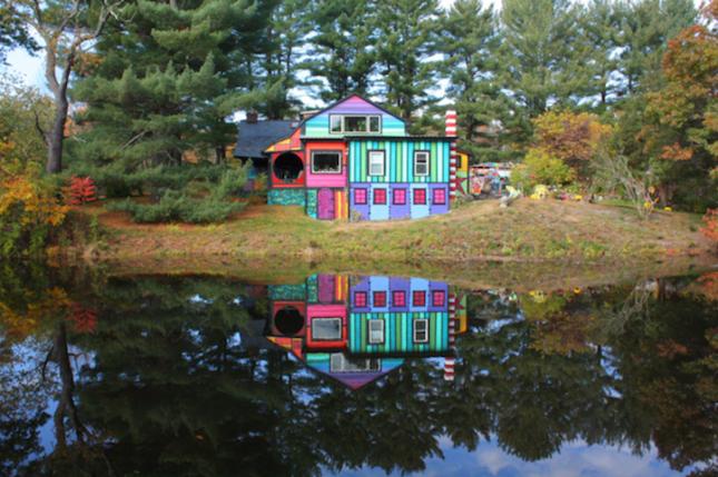 Дом после креативной покраски