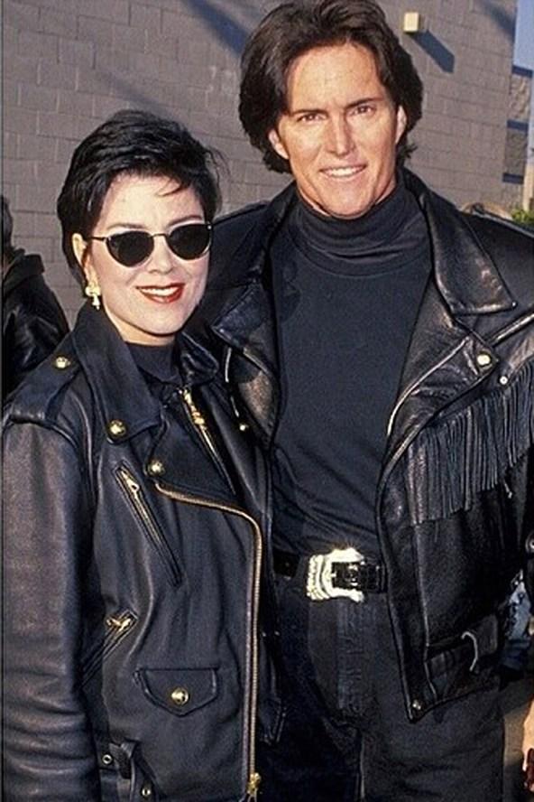 Родители Кендалл и Кайли Дженнер - Крис и Брюс. Ким же сравнила их с Бэкхемами.