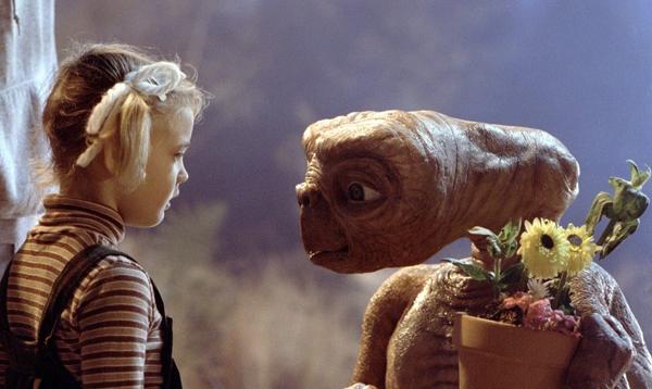 """кадр из фильма """"Инопланетянин"""""""