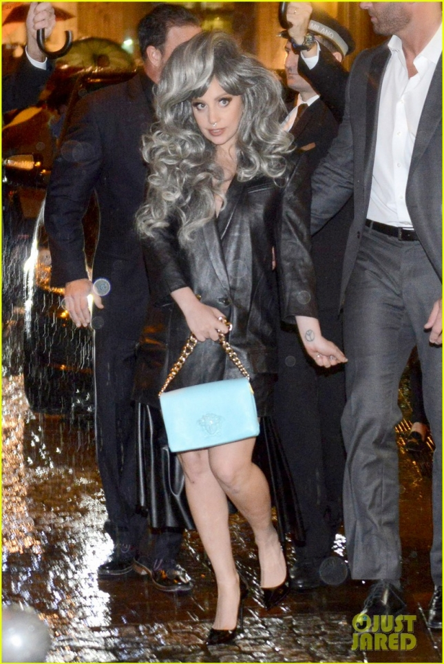 lady-gaga-brings-attention-to-big-grey-wig-in-milan-01