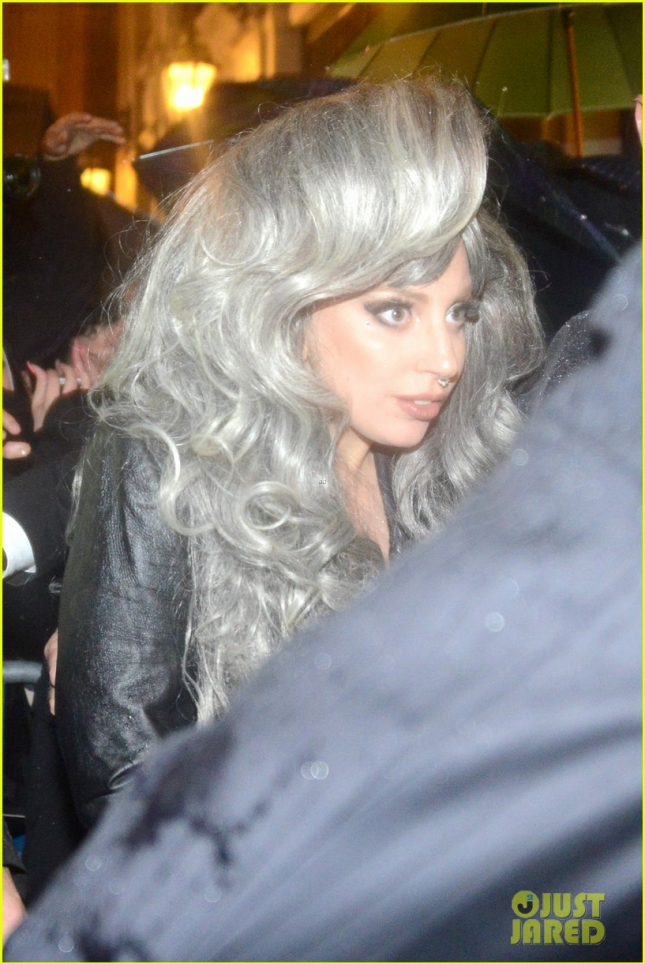 lady-gaga-brings-attention-to-big-grey-wig-in-milan-08