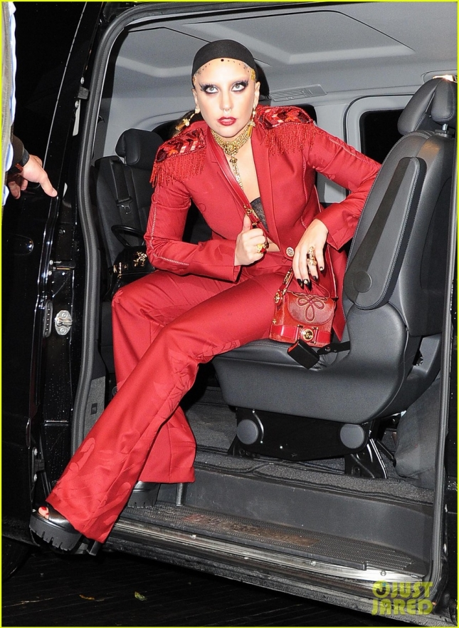Леди Гага направляется в бутик модного дома «Versace», Милан
