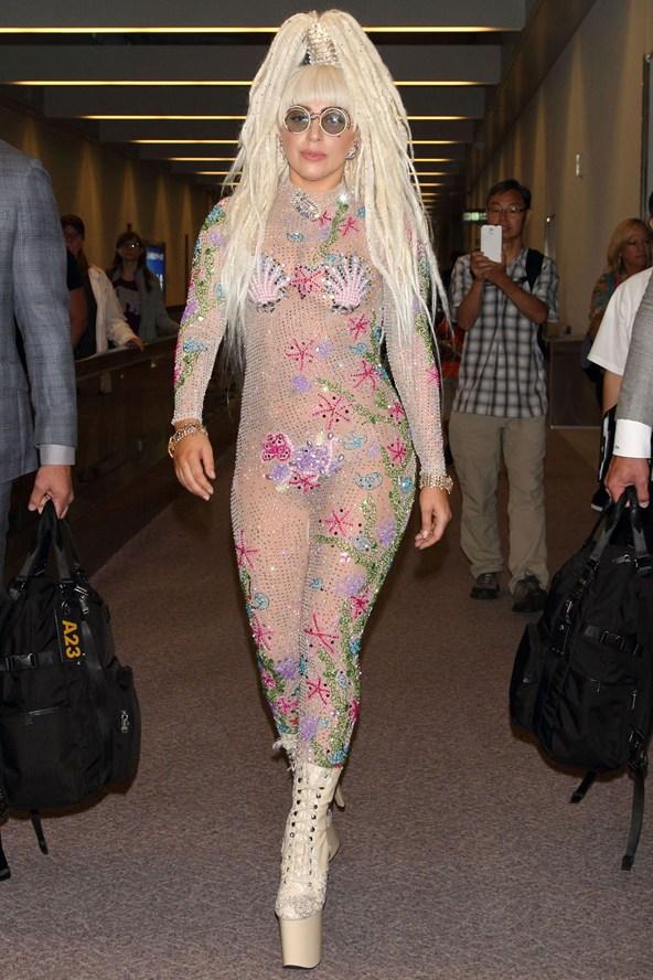 Lady-Gaga_glamour_13aug14_rex_b_592x888