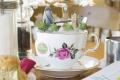 Лондон. Чай, завтрак, журнал и свежие цветы.