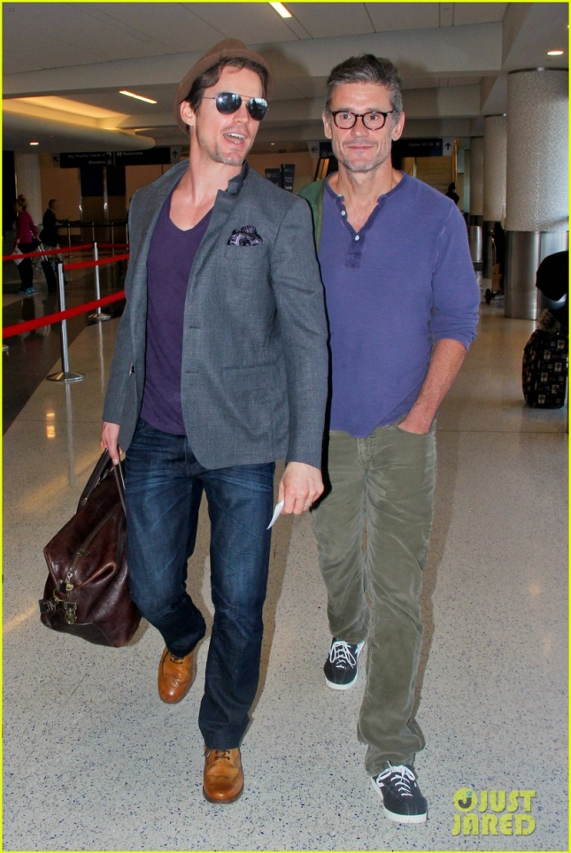 matt-bomer-simon-halls-are-on-happy-jet-setting-couple-01
