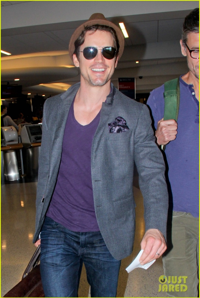 matt-bomer-simon-halls-are-on-happy-jet-setting-couple-04