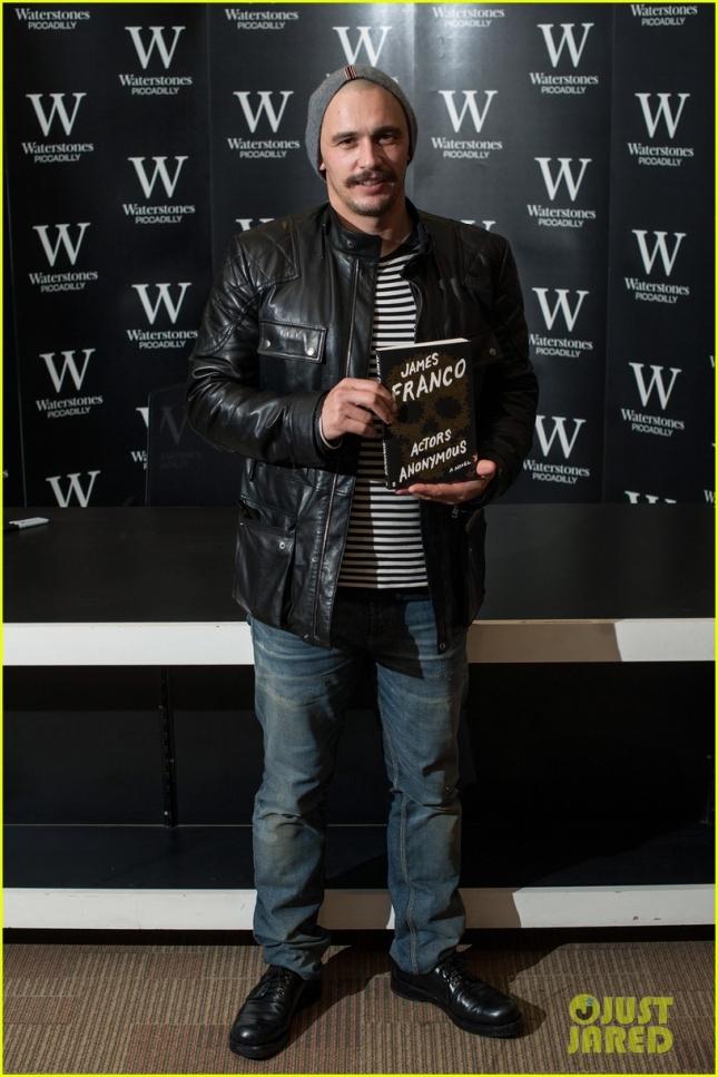 """Джеймс Франко презентовал свою книгу """"Actors Anonymous"""" на Пикадилли. Пожалуй, одна из ключевых фраз всего опуса - """"Каждый актёр в тайне ненавидит себя, иначе, зачем бы он захотел проводить большую часть жизни, притворяясь кем-то другим"""""""