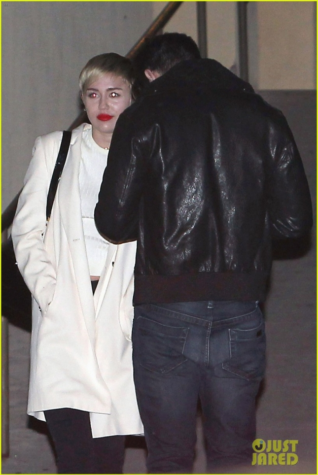 miley-cyrus-patrick-schwarzenegger-hang-with-his-family-03