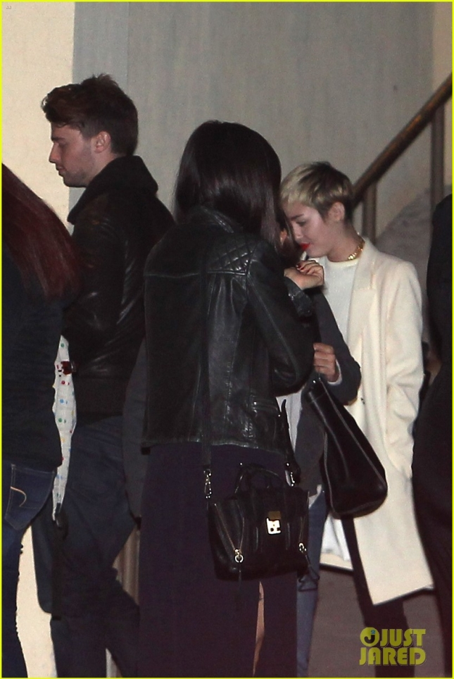 miley-cyrus-patrick-schwarzenegger-hang-with-his-family-05