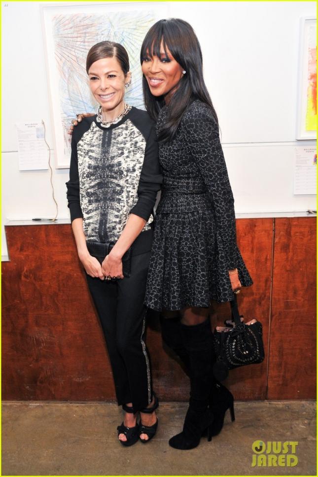 Наоми Кэмпбелл и её приятельница Аллисон Сарофим на Ballroom Marfa Benefit Gala