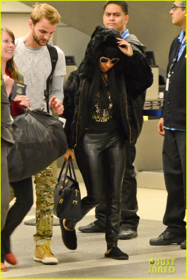 nicki-minaj-fur-coat-statement-after-only-controversy-01