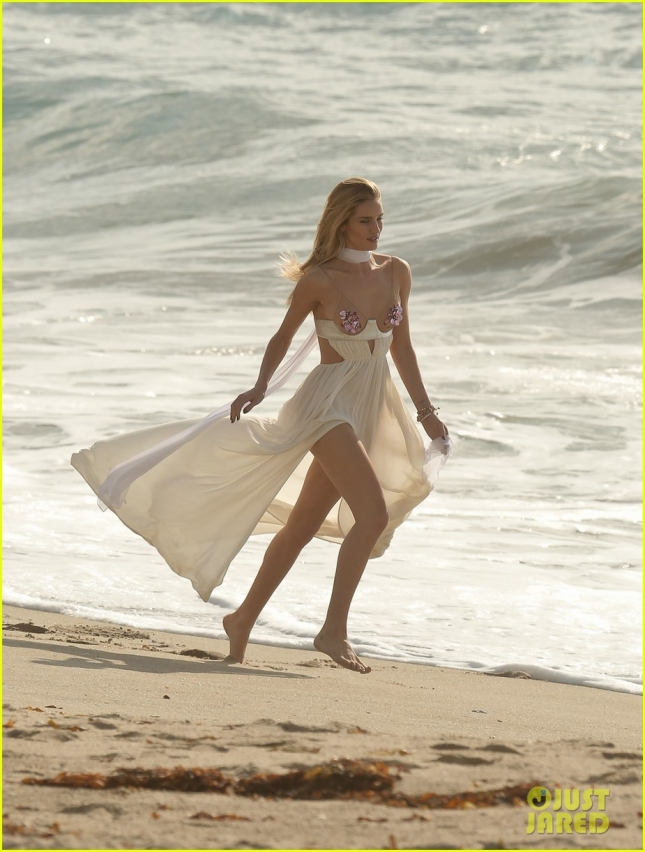 rhw-frolics-on-the-beach-15