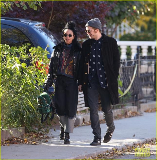 Роберт Паттинсон вместе со своей новой девушкой сходил в ресторан Luna