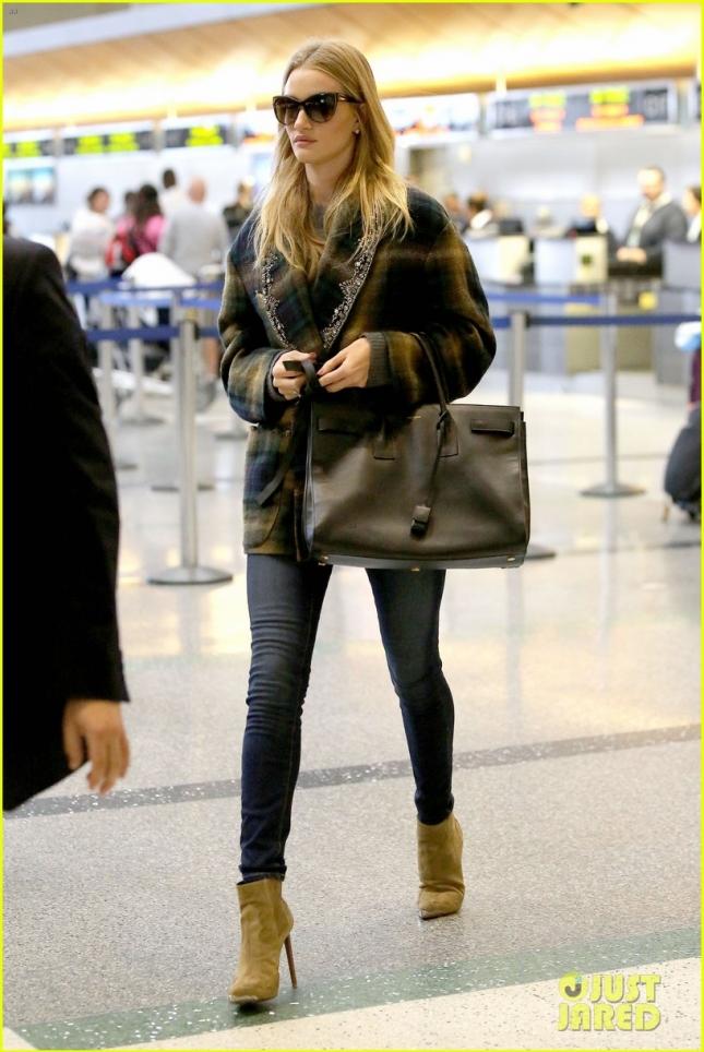 Рози в аэропорту LAX