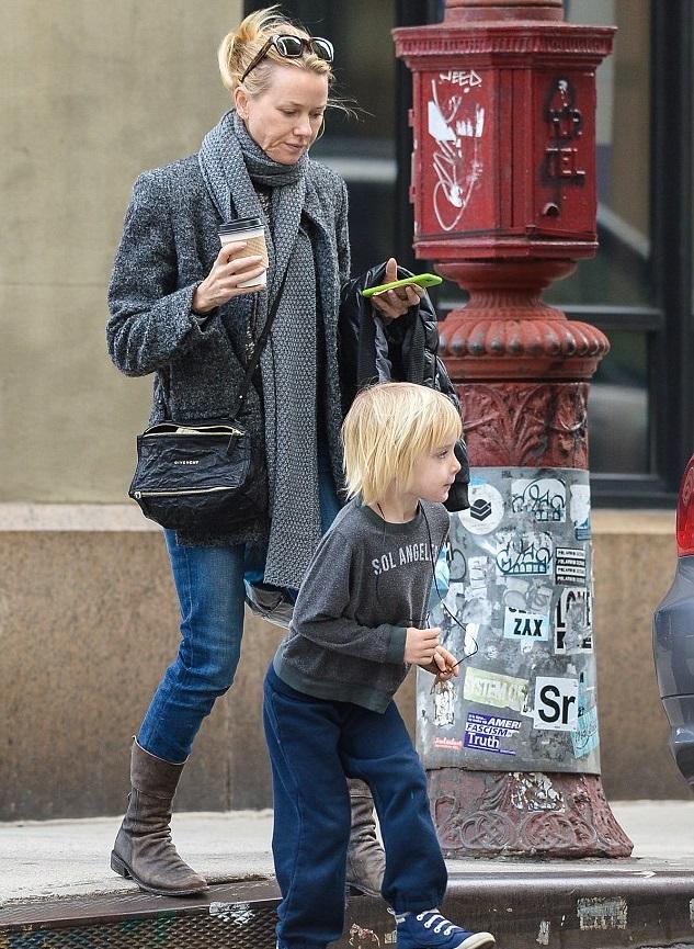Наоми Уоттс с младшим  сыном Сэмюэлем