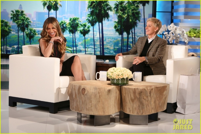 sofia-vergara-sniffs-shirtless-guys-on-ellen-02