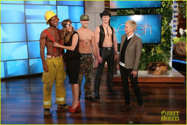 sofia-vergara-sniffs-shirtless-guys-on-ellen-03