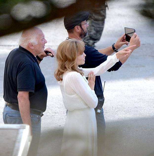 "Анджелина Джоли и Брэд Питт на съемках фильма ""У моря"""