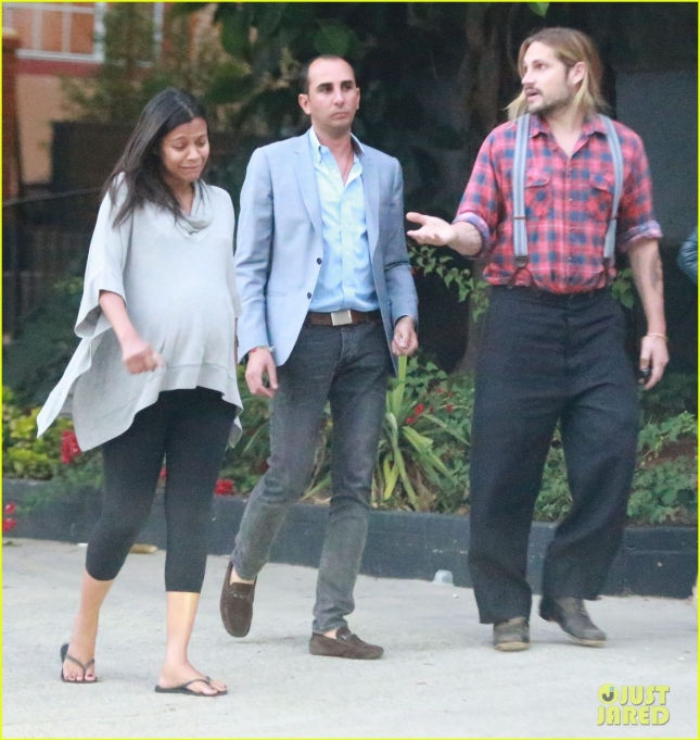 zoe-saldana-continues-to-search-for-a-house-06