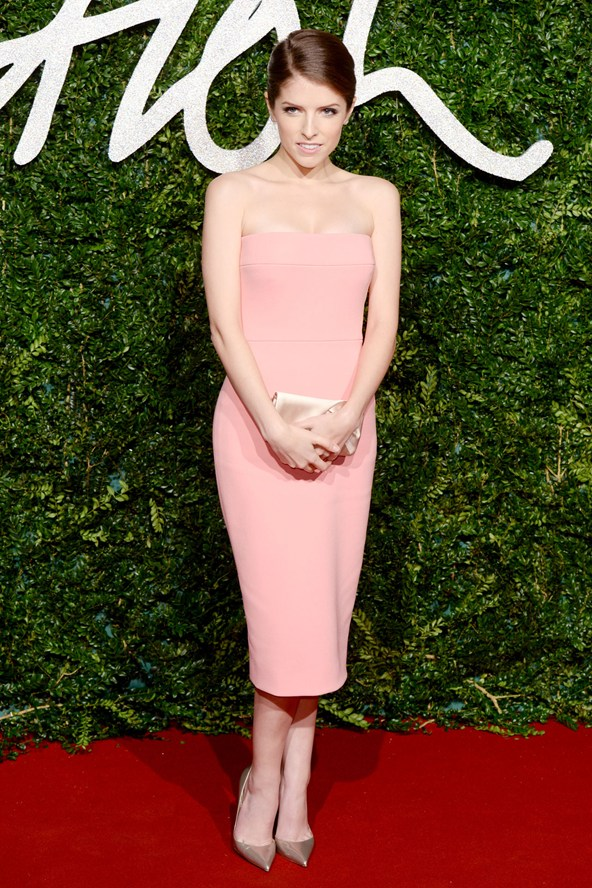 19-anna-kendrick-british-fashion-awards-vogue-1dec14-pa_b_592x888_1