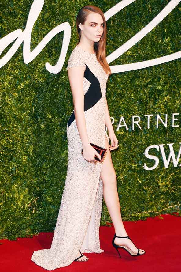 31-cara-delevingne-british-fashion-awards-vogue-1dec14-rex_b_592x888_1