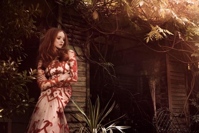 Лили Коул в фотосессии для Glamour Italia
