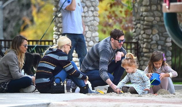 Джессика Альба и Джейми Кинг с детьми