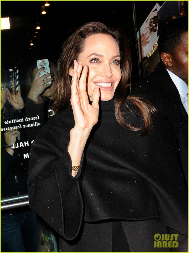 angelina-jolie-spots-more-fans-nyc-02