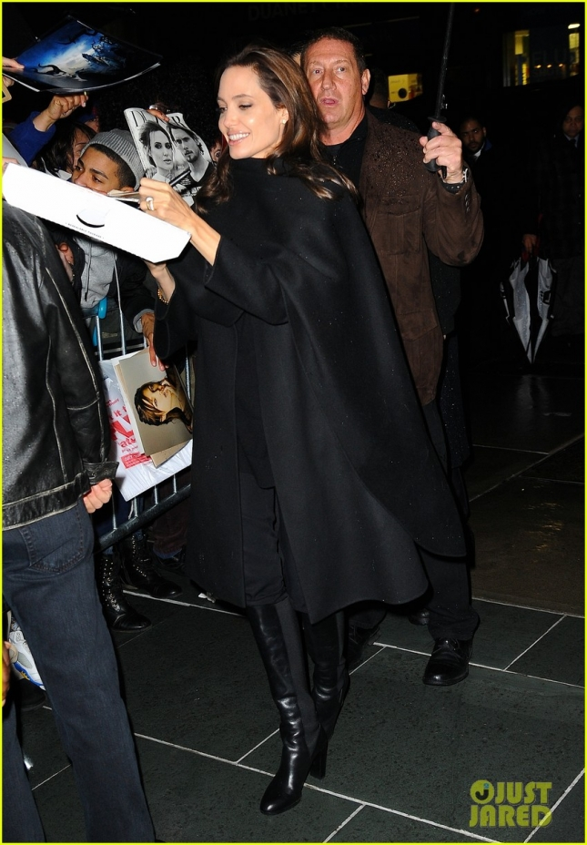 angelina-jolie-spots-more-fans-nyc-03