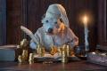 Эбинейзер Скрудж, герой святочного рассказа Чарлза Диккенса «Рождественская песнь» (мультфильм по книге называется «Рождественская история», 2009). Старый мрачный скряга Скрудж не понимает, кому нужно Рождество, если на нем нельзя заработать денег. Угадайте, в честь кого назван знаменитый жадный дядюшка Скрудж из «Утиных историй».