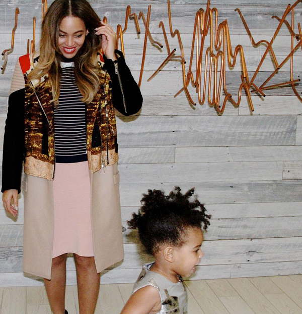 Blue-Ivy-Carter-photobombed-her-mom-Beyoncé-during-mini-photo