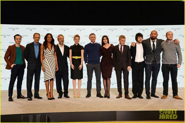 """Актёры картины """"007: Спектр"""" вместе с режиссёром Сэмом Мендесом"""