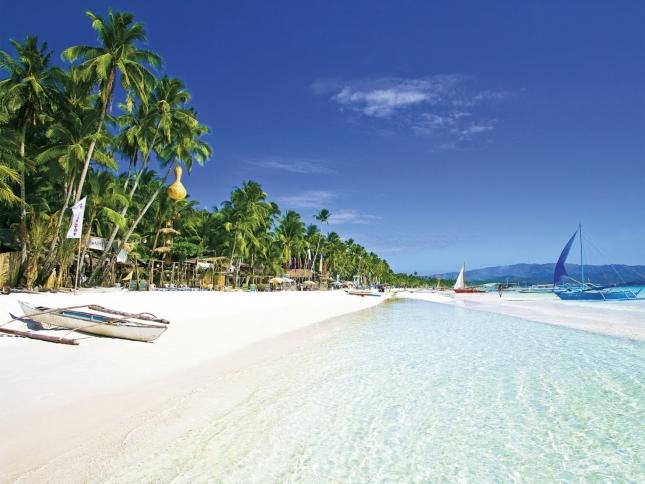 Белый пляж на острове Боракай