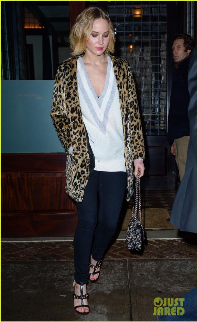 """Дженнифер Лоуренс поддержала своего друга Брэдли Купера на очередной бродвеской постановке спектакля """"Человек-слон"""""""
