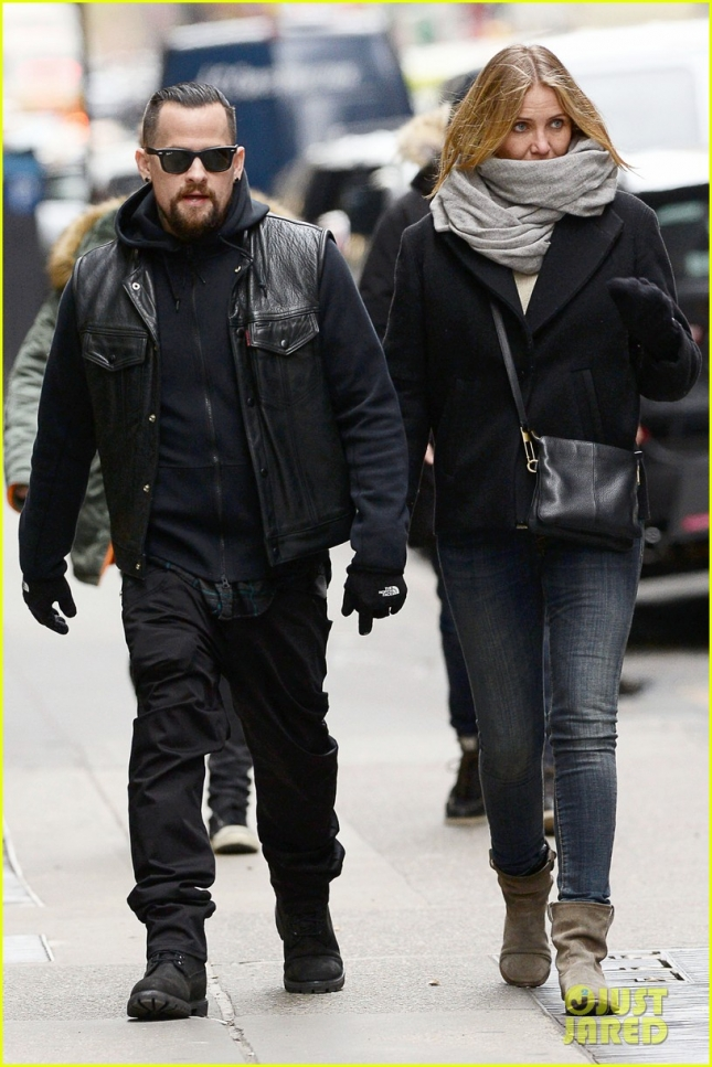cameron-diaz-benji-madden-hold-hands-nyc-02