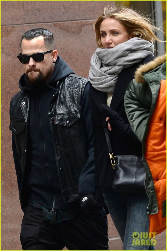 cameron-diaz-benji-madden-hold-hands-nyc-03